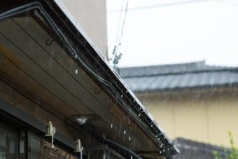 雨を防ぐ霧除け(庇)