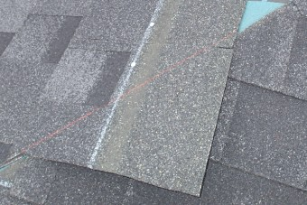 石粒が表面の屋根