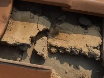 雨漏り葺き替え点検で瓦捲り下地確認