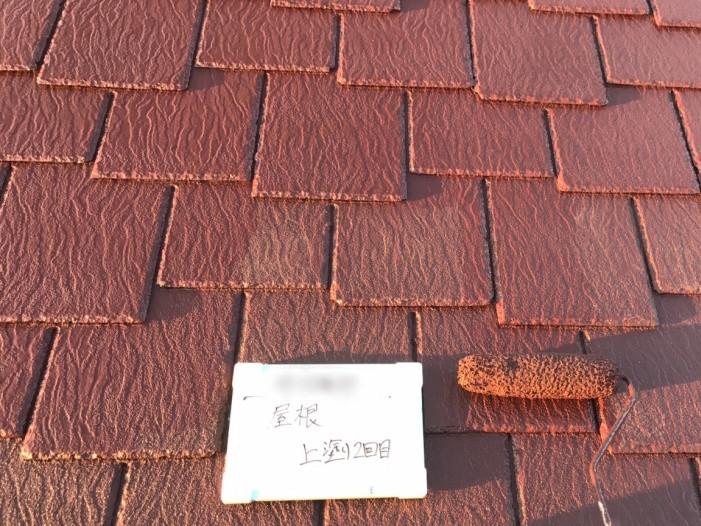 屋根の塗装・上塗り中