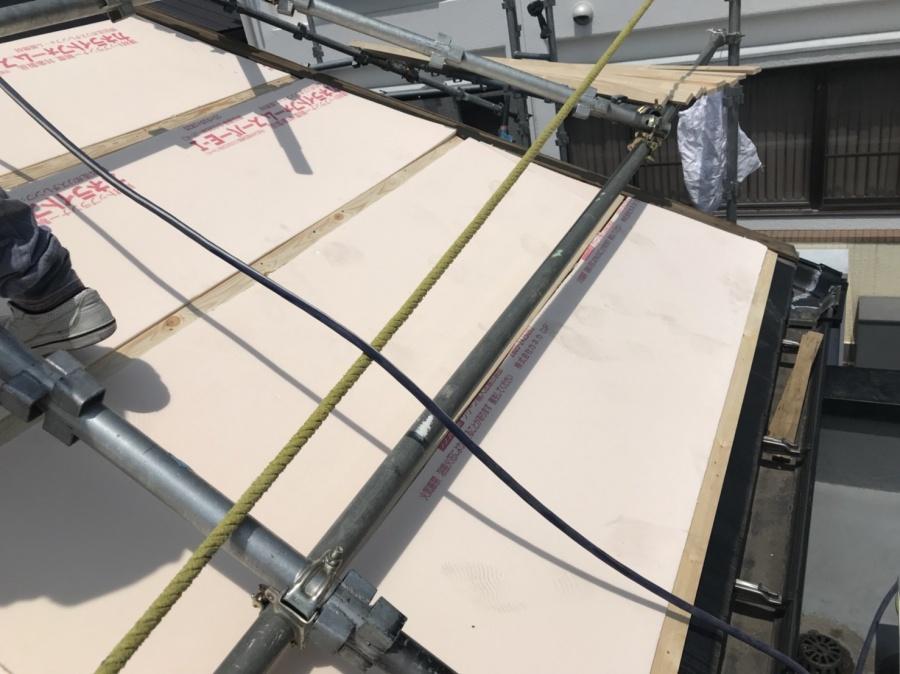 スーパーガルバリウム鋼板ガルテクト葺き スタイロ断熱材を入れ込み