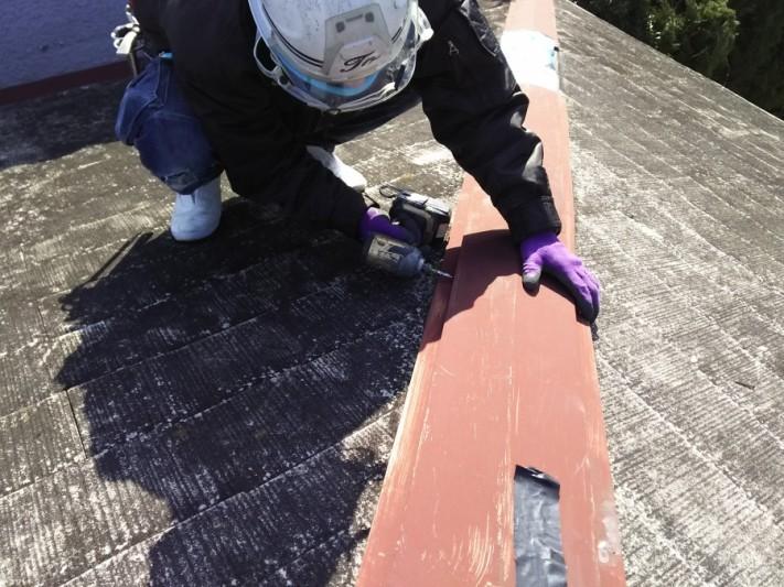 カラーベスト屋根棟の解体作業