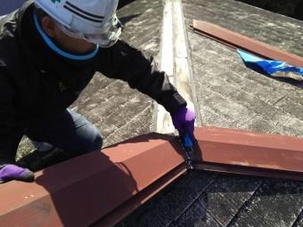 大屋根の工事着工です。棟を捲ります。