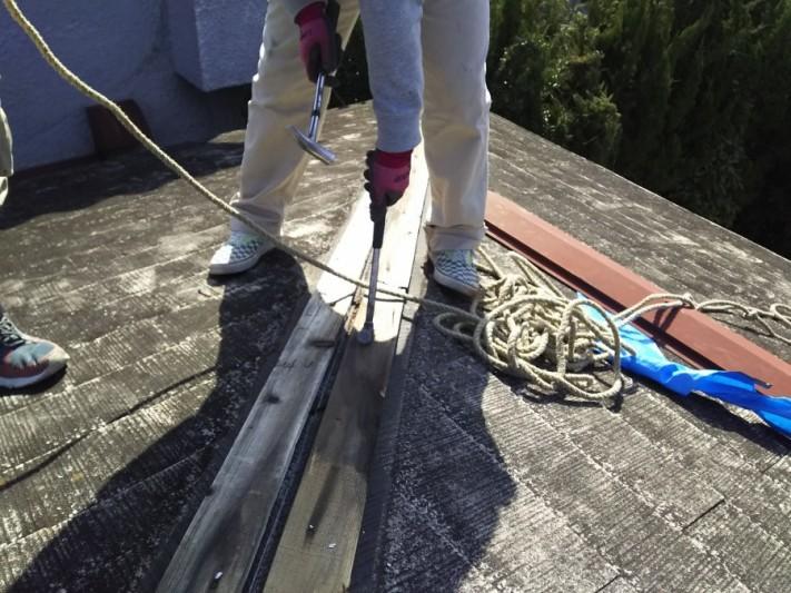 棟下地貫板の撤去作業