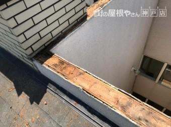 神戸市北区笠木交換下地に水が回っていいました。