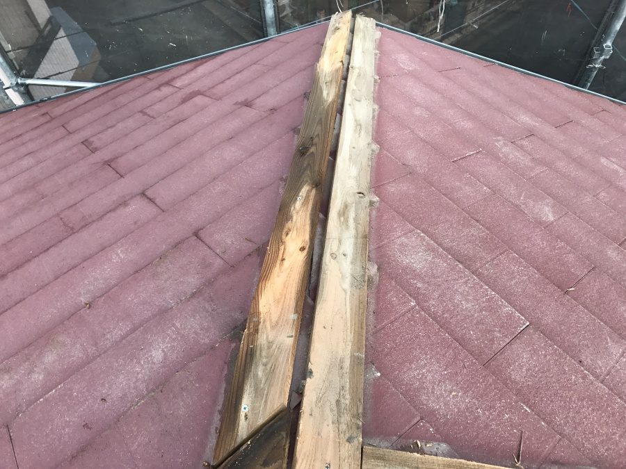 棟の下地貫板は腐食が始まっています。