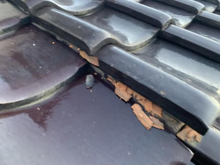 雨漏り調査時の地瓦の凍て割れ