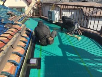 ウレタン防水工事通気緩衝シート敷き込み
