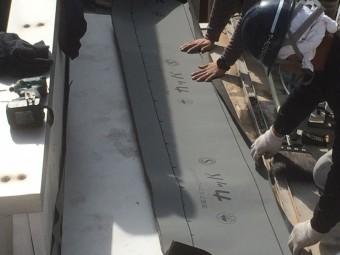 防水シートを敷きこんでいきます!