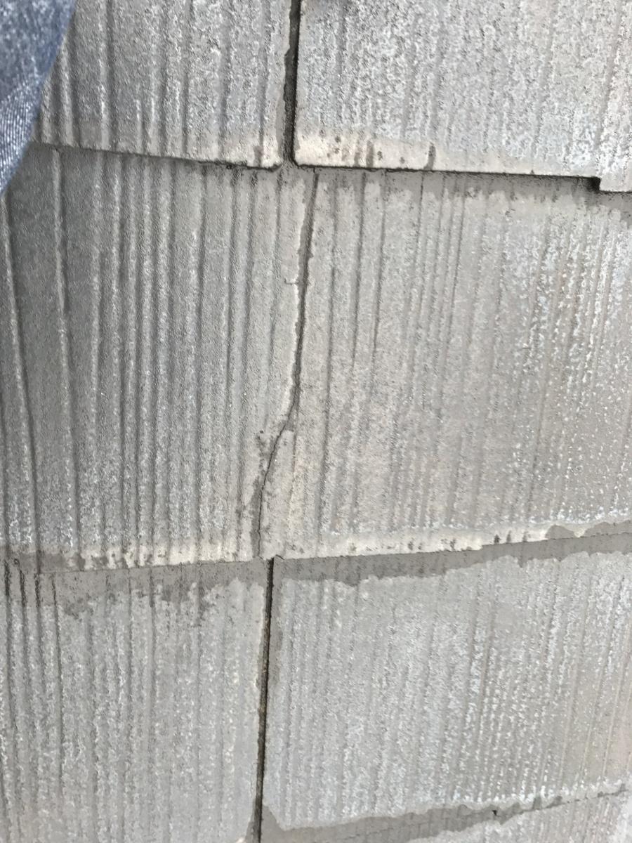 割れの生じたスレート