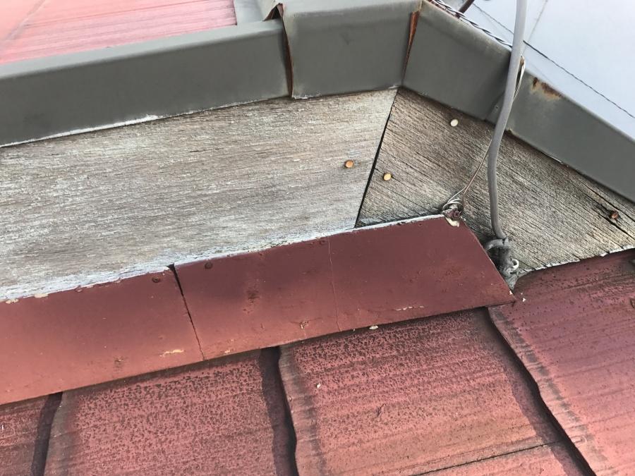 屋根の取り合いにスレート