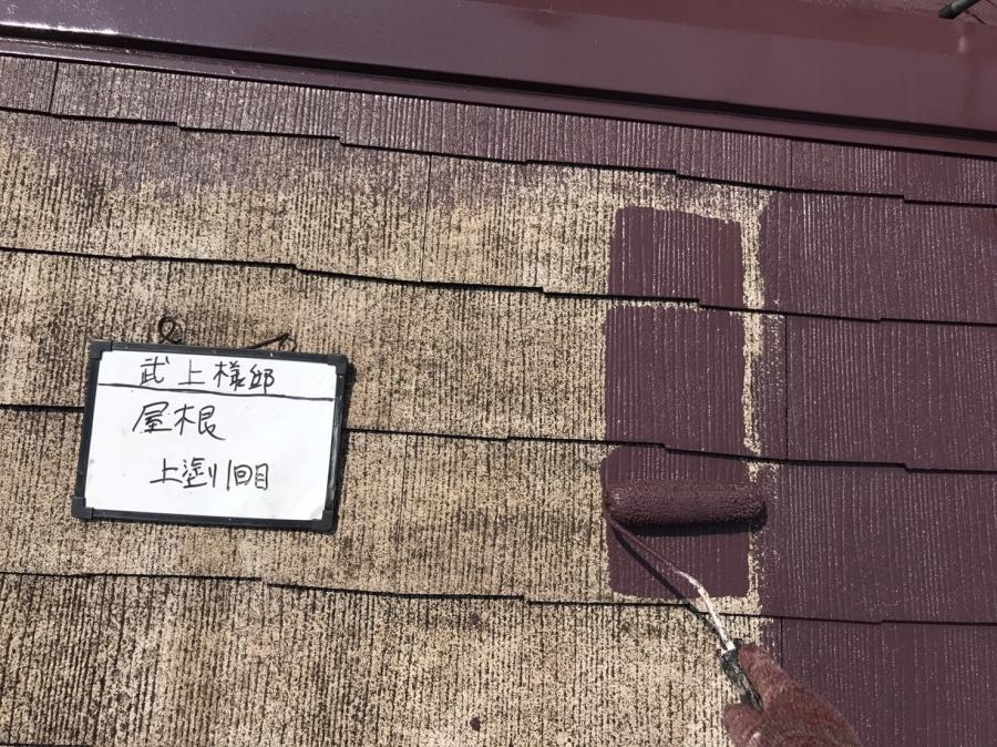 屋根材1回目の塗り。