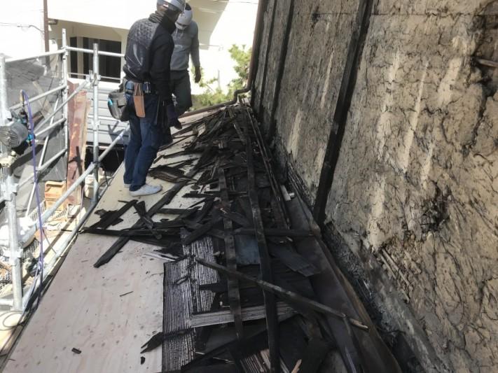 焼き板、下地の胴縁もすべて捲りました。