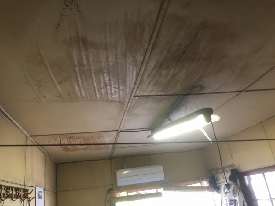 瓦屋根からの雨漏り