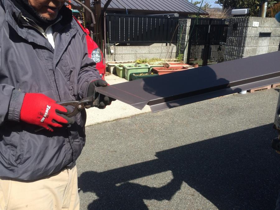 板金材は現場で加工を行い調整します。