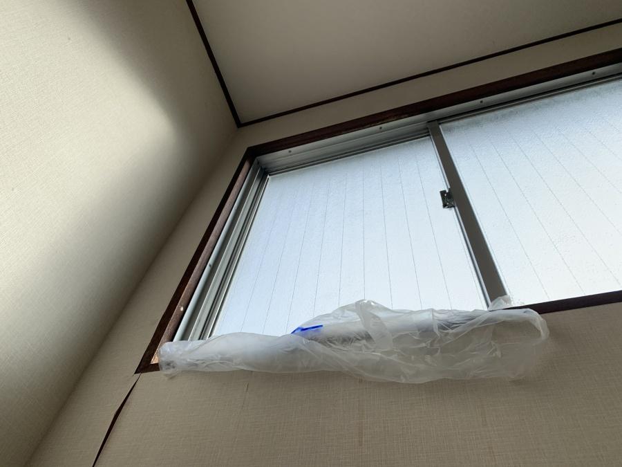屋根修繕前に3階窓からあめがしたたり落ちている箇所
