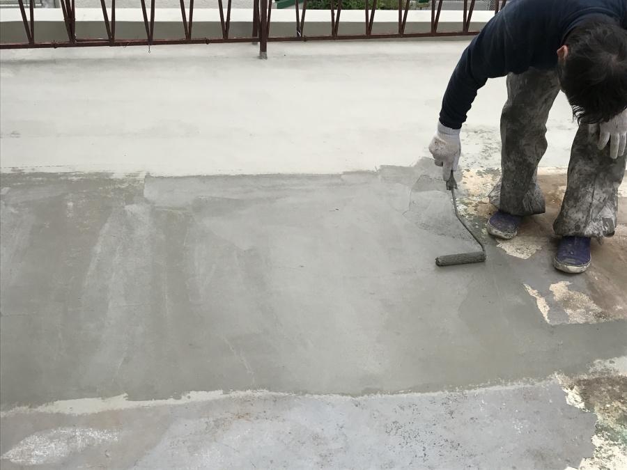 立上りが完了すると、土間にカチオンペーストを施工していきます。