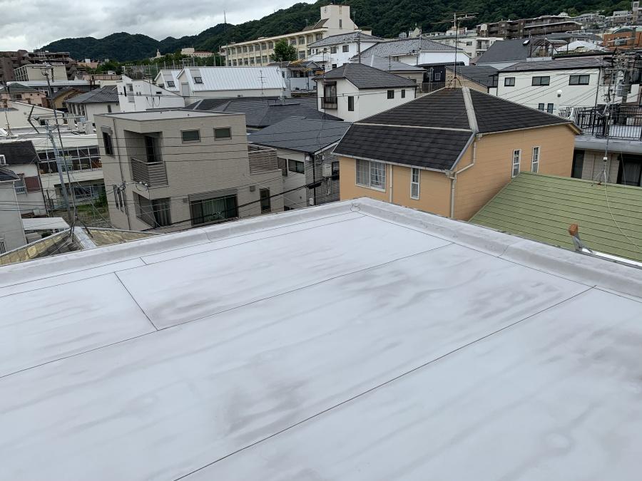 屋根修繕後の屋上の様子。塩ビシート防水