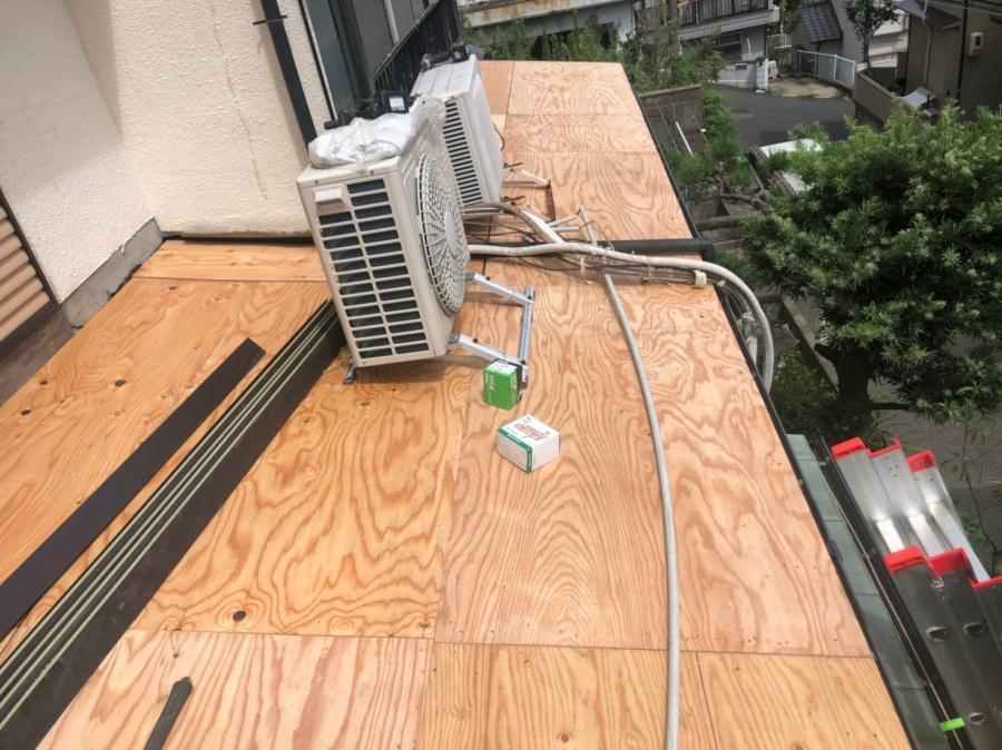 かわらU屋根の葺き替えを着工致しました。下地構造用合板12mm