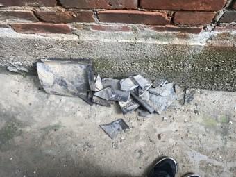 崩れた棟から落ちてきた瓦です。