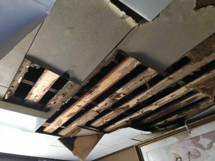 雨漏りによる天井の抜け落ち