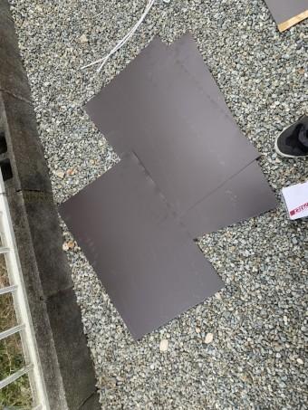 大和スレート葺き屋根をガルバリウム鋼板で補修します。