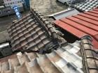トイレの上の小さな屋根