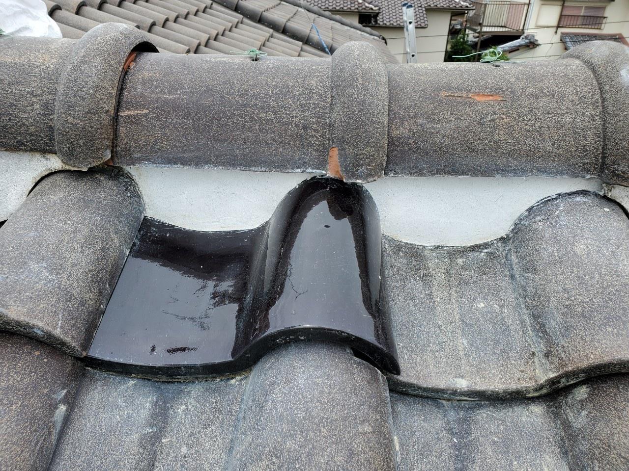 瓦を差し替えた部分の棟面戸の漆喰詰め