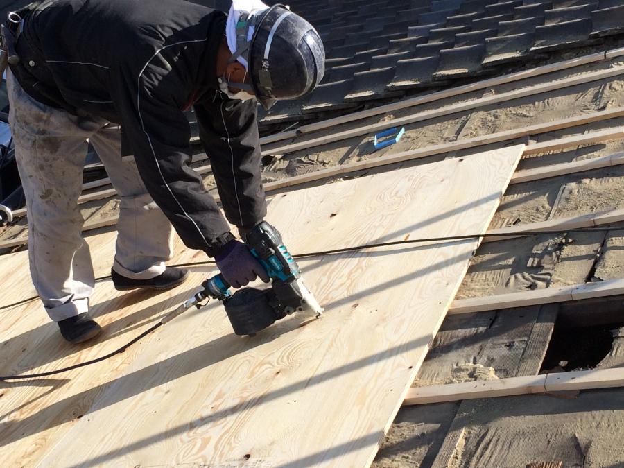 葺き替え工事 野地板の施工