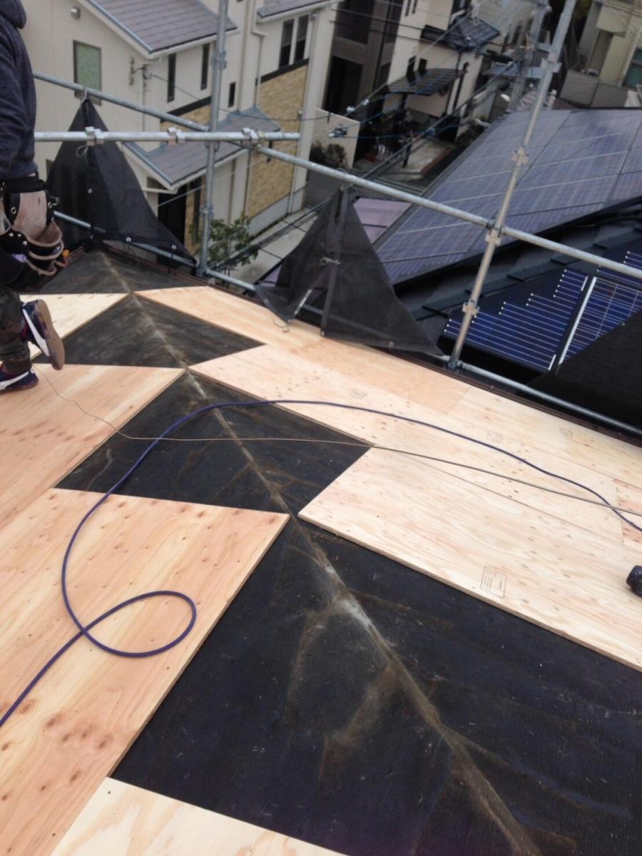 アーバニー屋根 野地板の増し張り