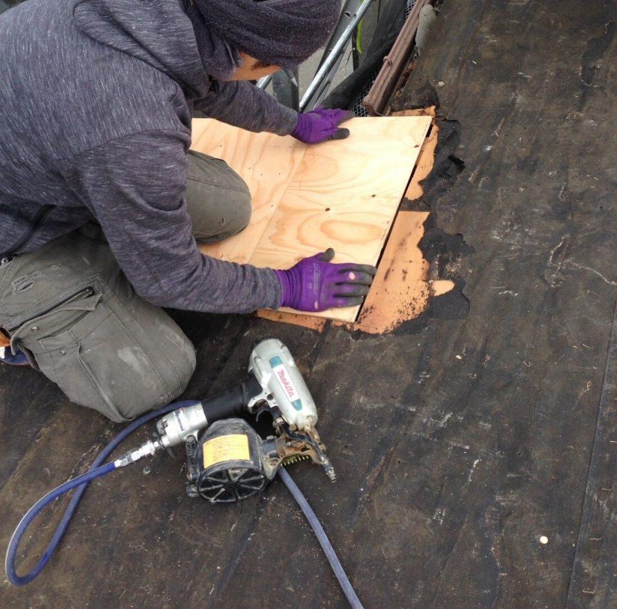 アーバニー屋根 朽ちた野地板の交換