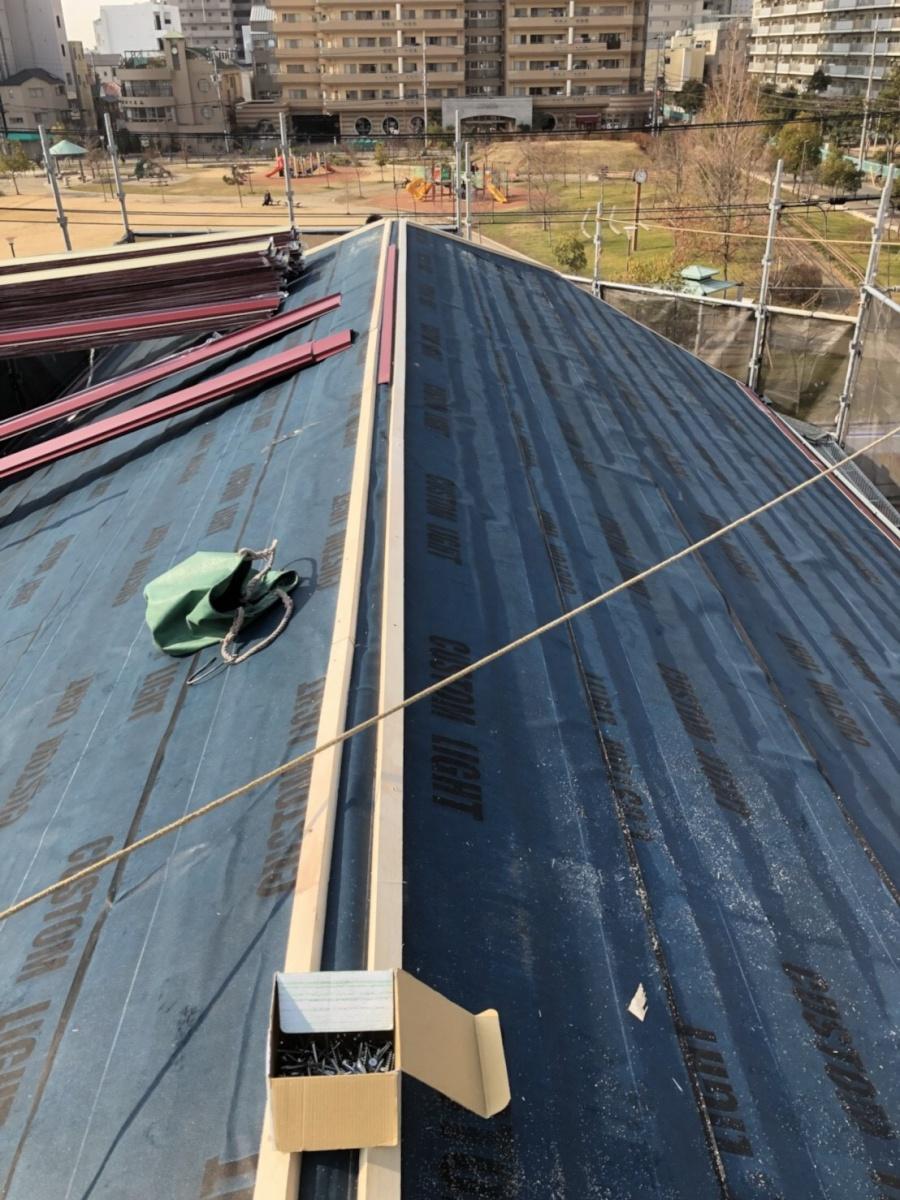 コロニアル屋根カバー工事 棟下地取付
