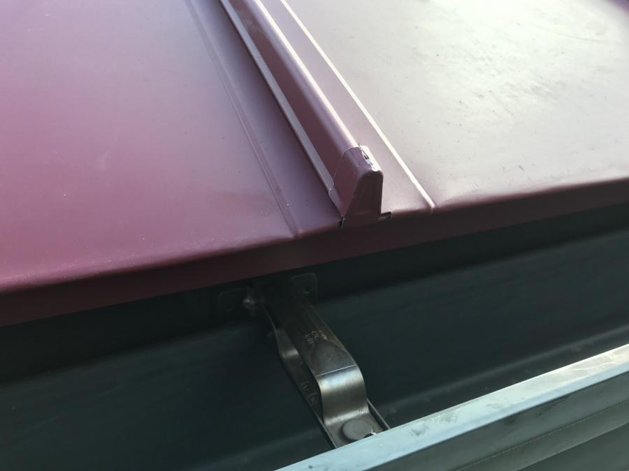 コロニアル屋根カバー工事 立平軒先折込、桟鼻取付