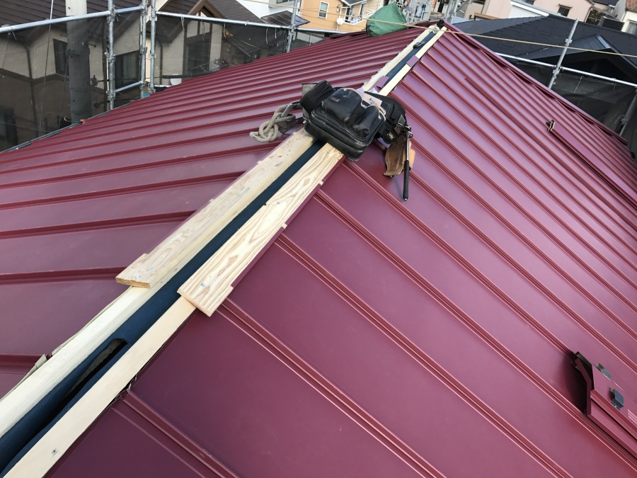 コロニアル屋根カバー工事 棟下地貫板取付