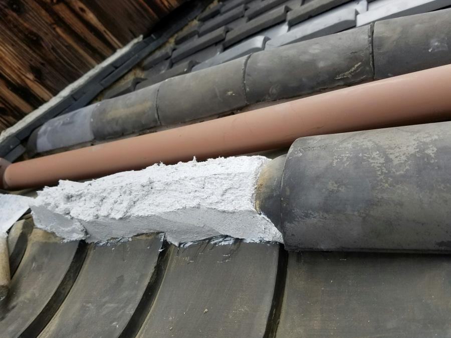 土葺き屋根下り丸瓦積み直し