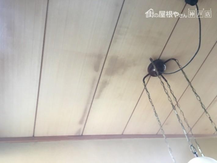 天井の染み、天井板の木ヤニ