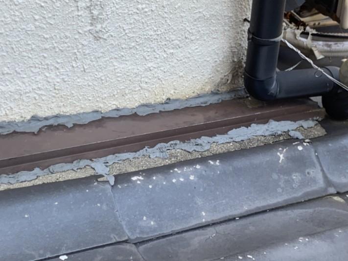 雨漏り調査時の雨漏り個所直上の壁際の様子