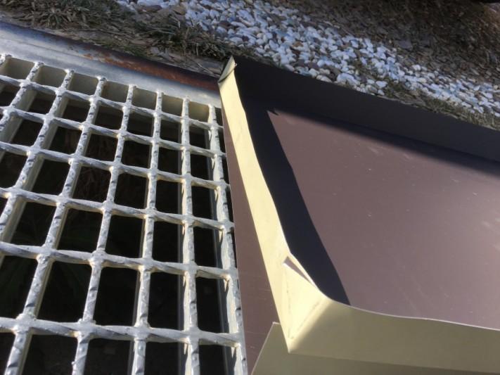 瓦棒屋根に合わせて加工したガルバリウム鋼板