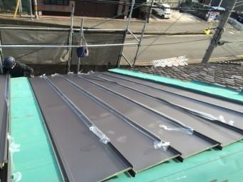 ガルバリウム鋼板の立平