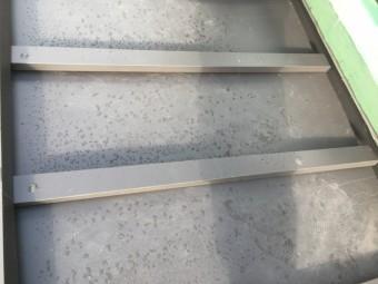 ガルバリウム鋼板製のキャップの取付