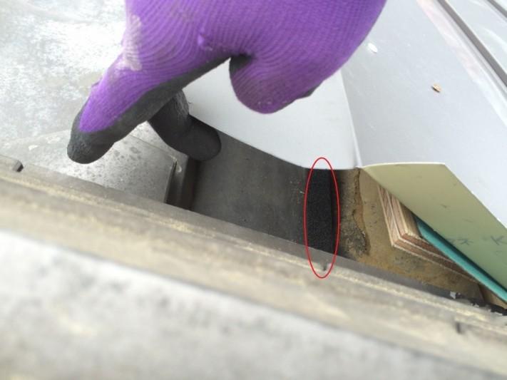 連棟造り屋根取り合い部の板金収め シーラー処理