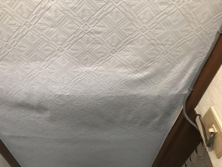 雨漏りにより壁紙の浮き