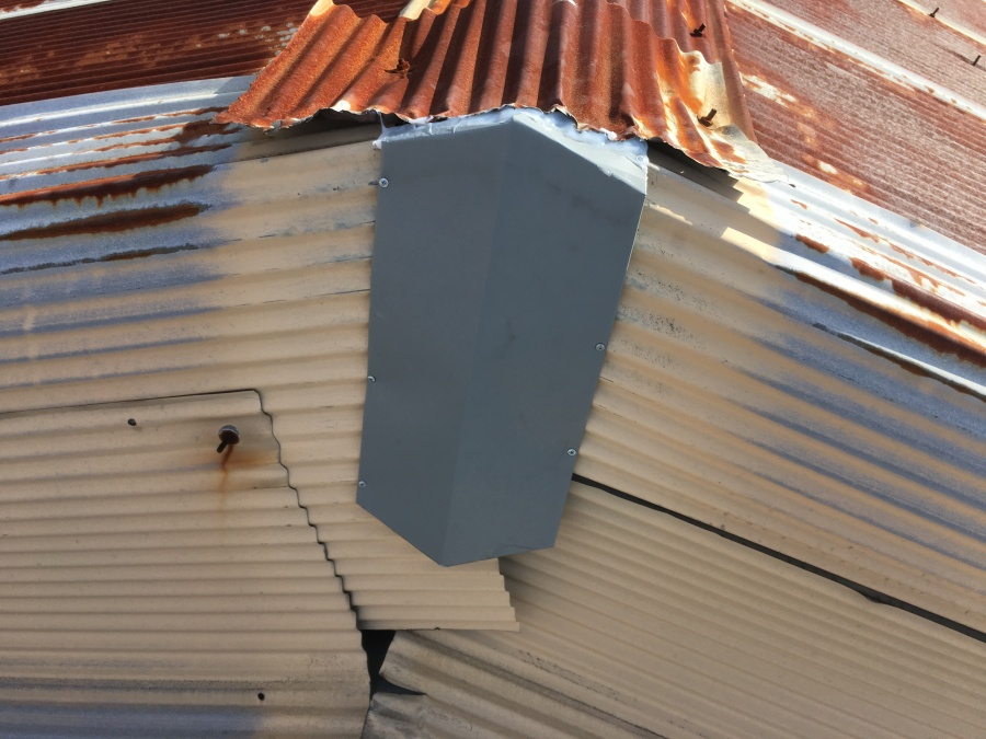 棟板金交換工事中に発見したトタンの隙間をサービス補修