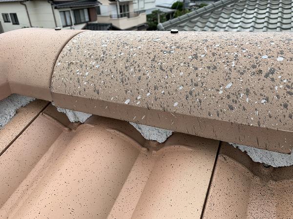 屋根修繕時の頂点の棟の部分 地瓦固定釘の露出