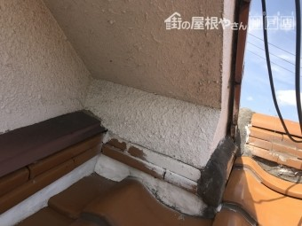 際熨斗が漆喰の面で施工されています。