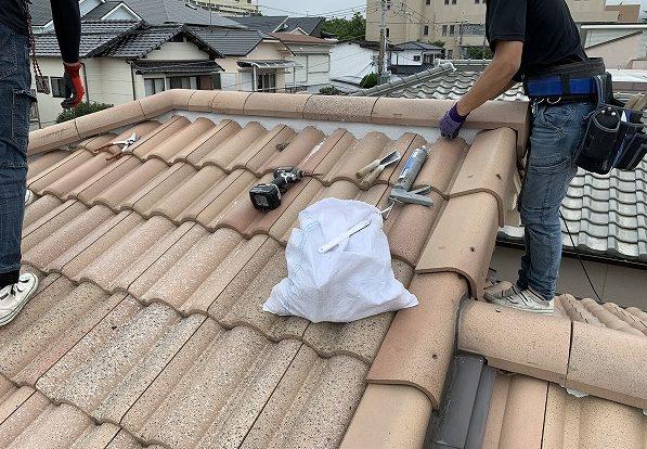 屋根修繕で棟瓦の復旧