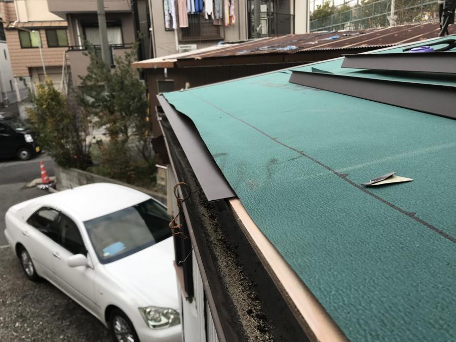 唐草を屋根の端に施工
