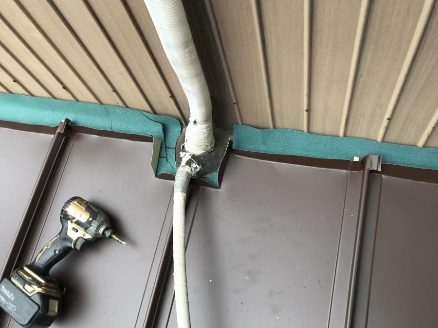 エアコンダクトは躱して施工をします。