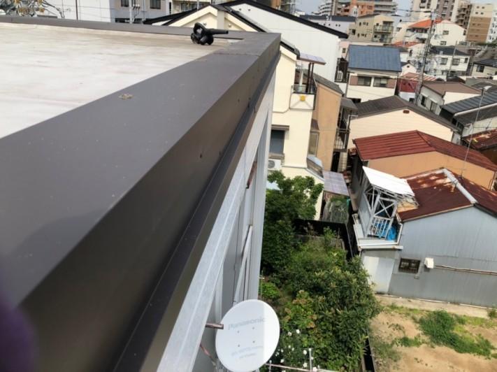 屋根修繕で笠木板金を新設