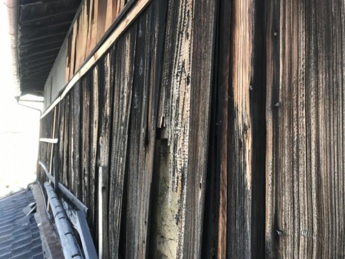 焼き板の外壁の傷み
